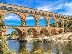 What are Indeterminate Arches in Construction?