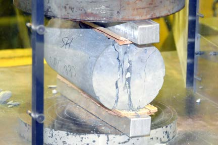 testing cylindrical concrete specimen