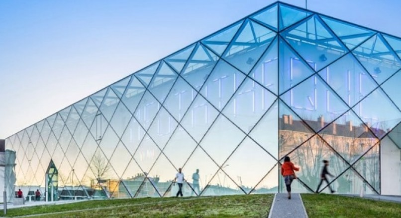 Uses of Glass in Construction