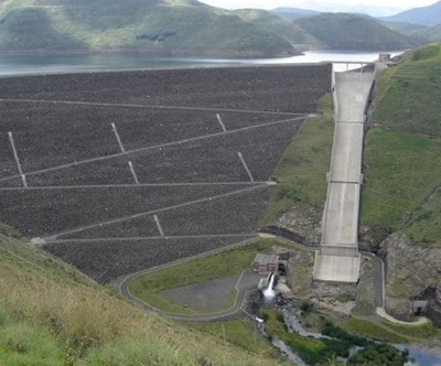 Embankment dam constructed in a narrow valley