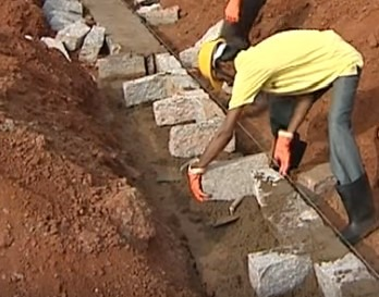 Placing bond stones during the construction of stone masonry footing