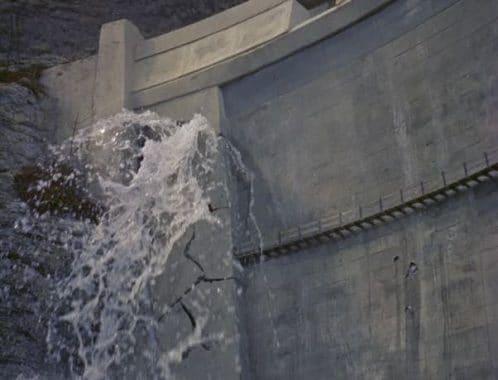 Cracks formed in Concrete Dam