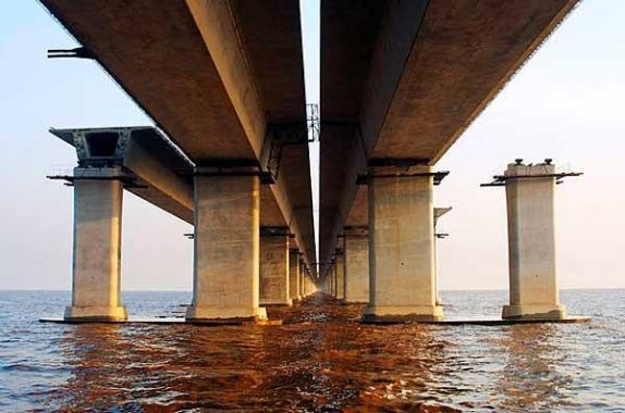 Underwater structural members made of concrete.