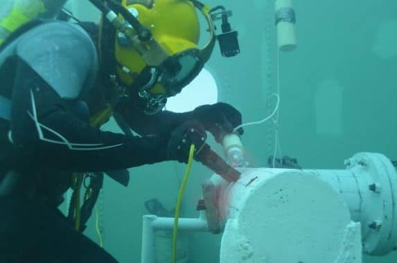 Underwater inspection of pipelines