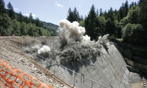 How to Carry out Controlled Blasting of Rocks? [PDF]